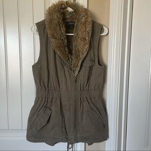 Stüssy- green sleeveless fur trim utility vest